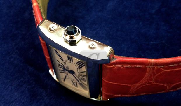 【Cartier】カルティエ ミニタンク ディヴァン クロコベルトは円高のいまリーズナブルでプレゼントに最適モデル