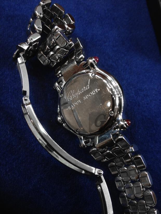 【CHOPARD】ショパール・ハッピースポーツ 長年忘れられた壊れた時計を買取に出して母の日にカーネーションと現金を贈る