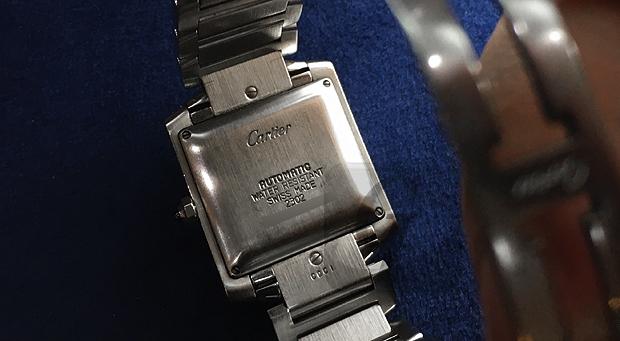 【Cartier】カルティエ タンク フランセーズ LM は男性用でも身長のある女性であればビジネスからカジュアルまで幅広く使えるファッショナブルで実はリーズナブルな定番モデル
